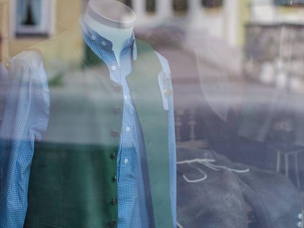 trachten-eichermueller-tracht-aus-miesbach-herren-hemden-01